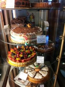 Doceur-de-france Dessert Case - Pumpkin pie on the bottom
